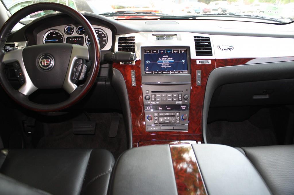 Cadillac Escalade Interior 2