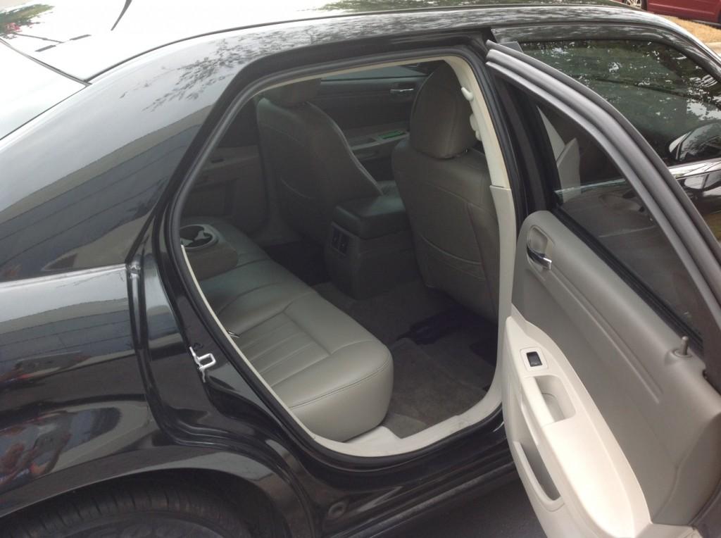 Chrysler 300 - INTERIOR1