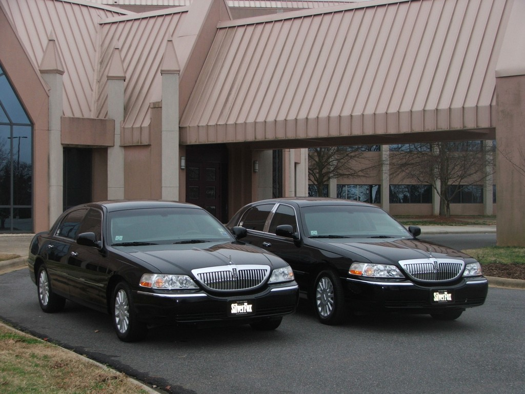4 Passenger Lincoln Town Car Silverfox Limos Towncars Executive
