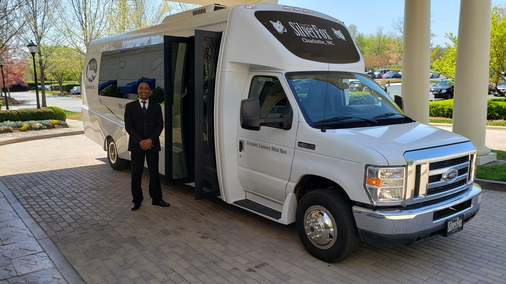 24 Passenger 2018 Luxury Mini Bus Exterior 1